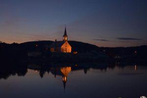 Église d'Entrelacs soir